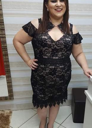Vestido plus size em renda