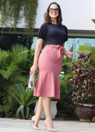 Conjunto elegante saia midi rosa blusinha malha luxo