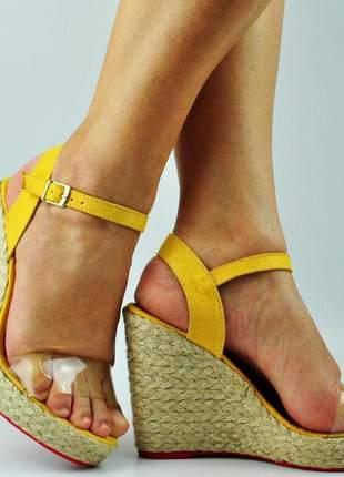 Sandália anabela alta amarela vinil salto corda