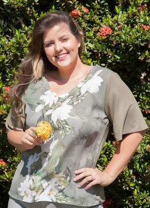 7786- blusa plus size estampa floral exclusiva