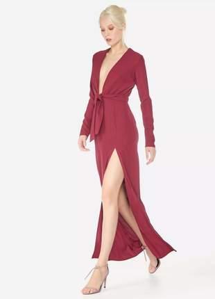 Vestido longo com fenda e decote moda festa