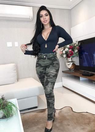 Calça jeans feminina  camuflada rasgada clochard  super skinny laço cintura