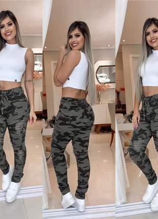 Calça camuflada jeans com cinto rasgada cintura alta
