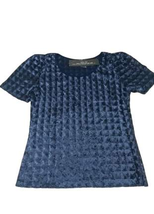 Blusa baby look paetês azul marinho.