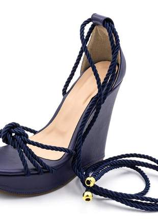 Sandália anabela feminina em napa azul marinho amarrar na perna