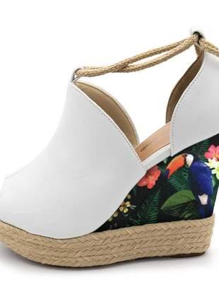 Sandália anabela branca salto floral amarrar na perna