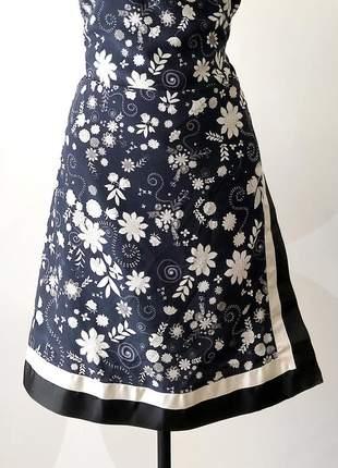 Saia transpassada de seda estampa white queen coleção alice!
