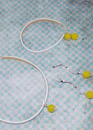 Conjunto de brincos, choker e pulseira com cristais de jade amarelo