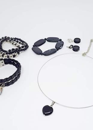 Conjunto de bijuterias com pingente de cristais de ágata negra