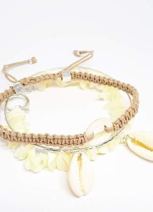 Mix de pulseiras com madrepérola natural e búzios