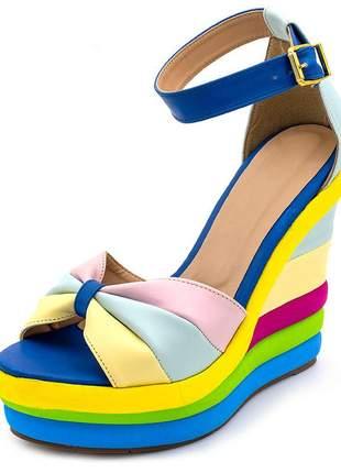 Sandália anabela toda colorida em rosa azul bebe e amarelo