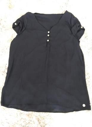 Blusa preta de crepe manguinha detalhes botões fresca