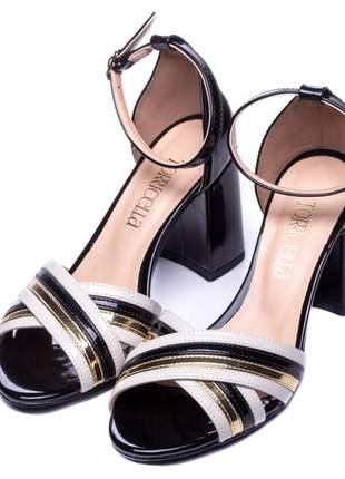 Sandália feminina verniz