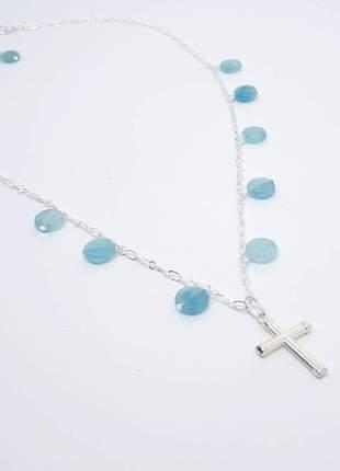 Colar delicado com cruz e pingentes de pedra natural de angelita