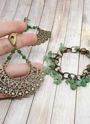 Conjunto de brinco e pulseira de cristais de quartzo verde