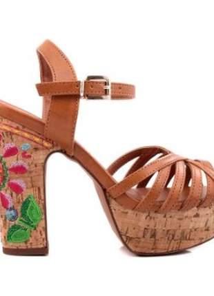 Sandália feminina meia pata salto grosso cortiça
