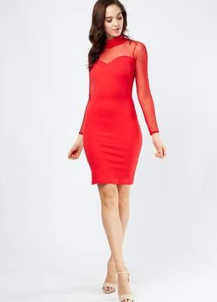Vestido curto vermelho em tule