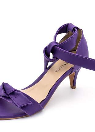 Sandália feminina salto baixo fino com laço napa