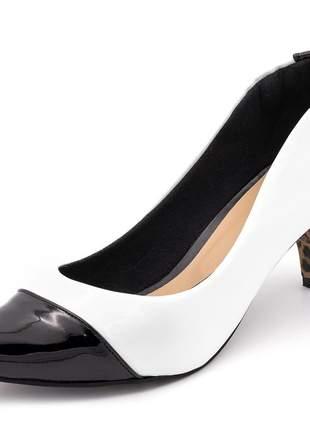 Sapato scarpin salto alto fino em napa branca e verniz preto