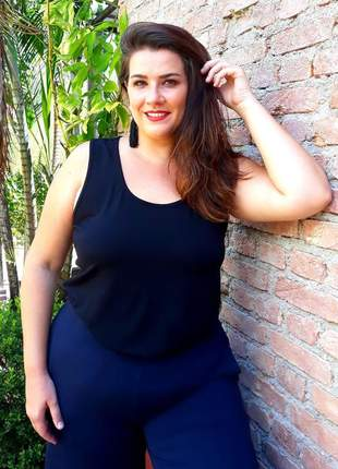 Regata plus size com tela nas costas