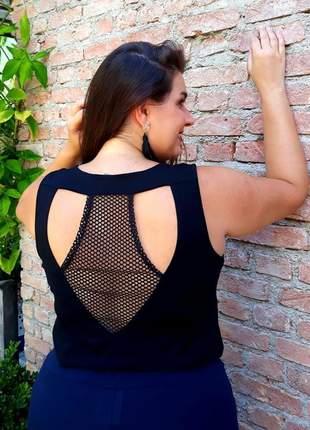 Regata plus size com tela nas costas