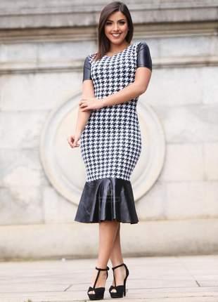 Vestido blogueira midi tubinho babado couro fake cirre