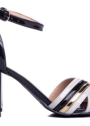 Sandália feminina verniz preto salto bloco 7