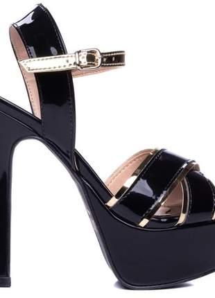 Sandália meia pata  verniz preto