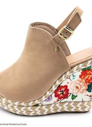 Sandália anabela nude plataforma corda detalhe floral na sola