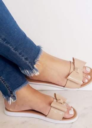 Sandália chinelo feminino rasteirinha rasteira nude laço verniz