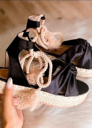 Sandália flatform acetinada