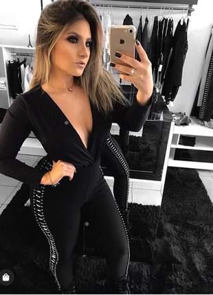 Calça preta bordada