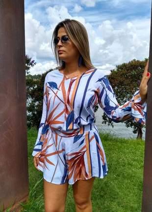 Conjunto feminino short saia + blusa manga flare estampado