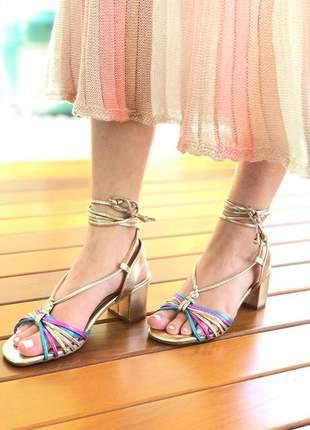 Sandália de amarrar na perna