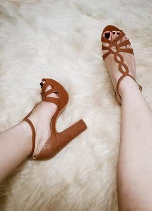 Sandalia feminina marrom salto alto grosso lançamento festa moda
