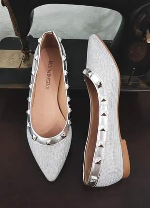 Sapatilha feminina prata brilho valentino spikes bico fino lurex luxo