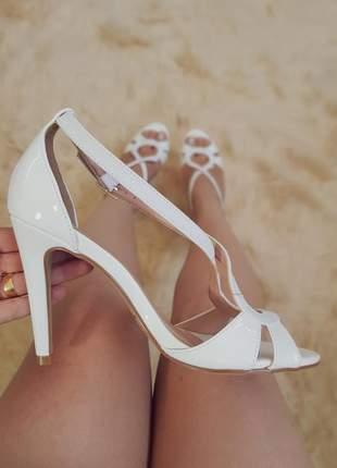 Sandalia de festa salto fino delicada sapato noiva branca brilho moda ano novo