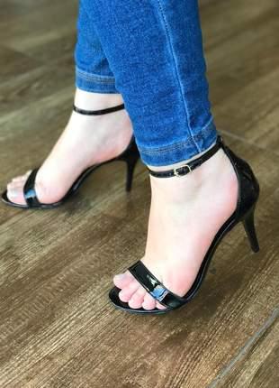 Sandália salto médio  fino