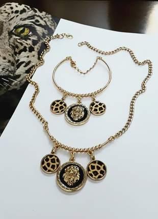 Conjunto colar e pulseira dourado animal print