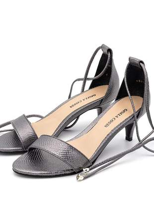 Sandália social feminina salto baixo fino prateada amarrar na perna