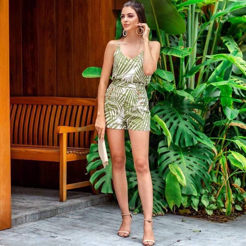 CHEIA DE POMPA / Conjunto de blusa de alça e short de tecido viscose social