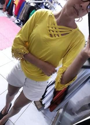 Blusa manga flare com renda bordada comportada moda evangélica