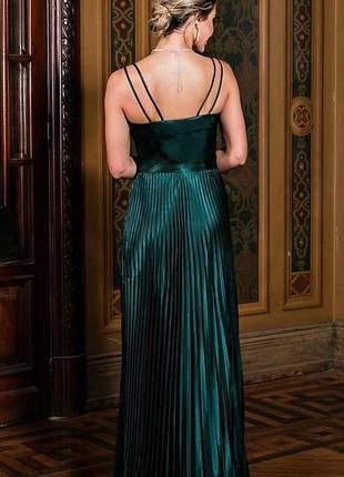 Vestido cetim com decote coração e saia plissada