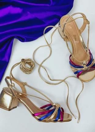 Sandalia inspiraçao luiza barcelos salto bloco dourada colorida rosa azul lançamento