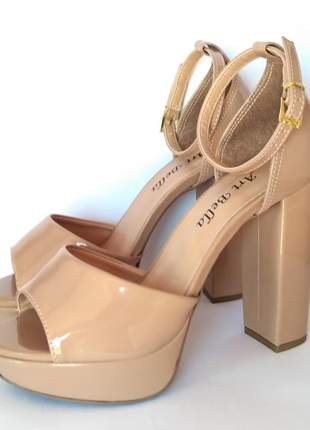 Sandália salto alto grosso meia pata