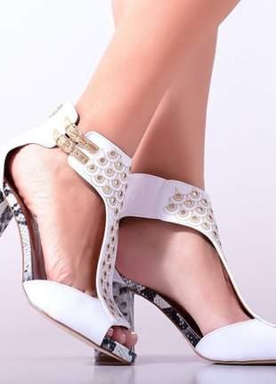 Compartilhar:  sandália salto alto grosso branca animal print
