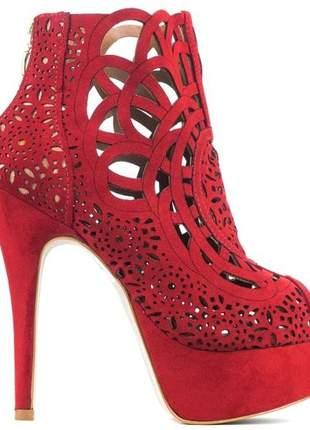Sapato ankle boot vermelha meia pata salto alto