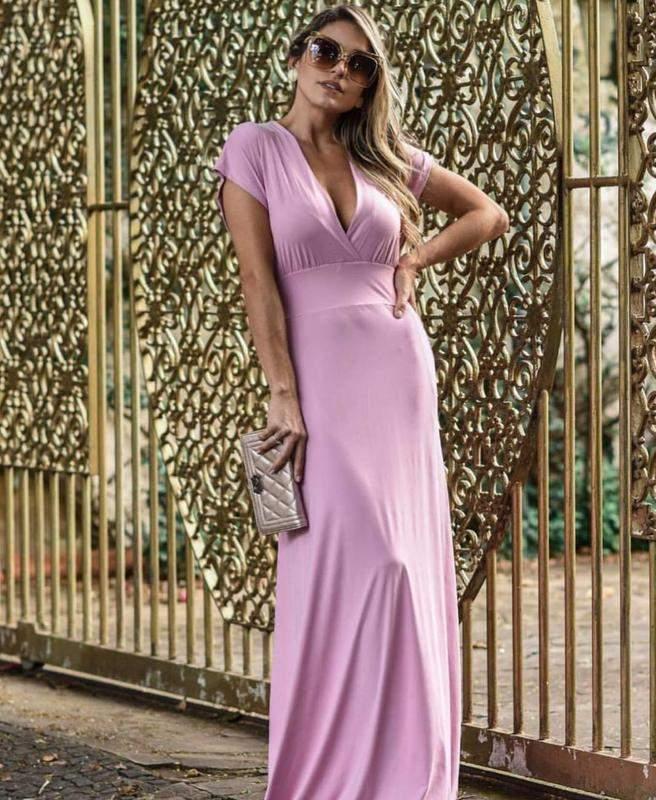Vestita in un lungo, fluido nel colore rosa con un manguinhas e una scollatura a v tessuto: poliammide