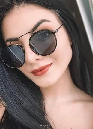 Óculos sol oval lennom armação preta e lente cinza escura