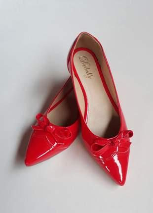 Sapatilha feminina bico fino verniz vermelha